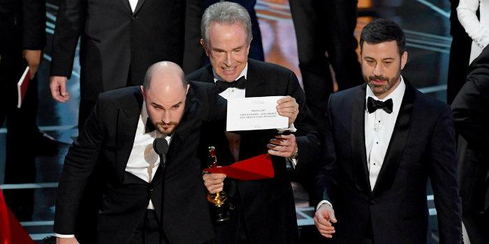 پنج گاف مهم در اهدای جوایز/ ملکهای که تاجش را از دست داد