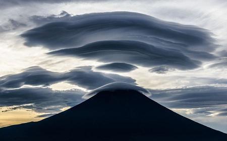 تصاویری جادویی از ابرهای عدسگون + توضیحات
