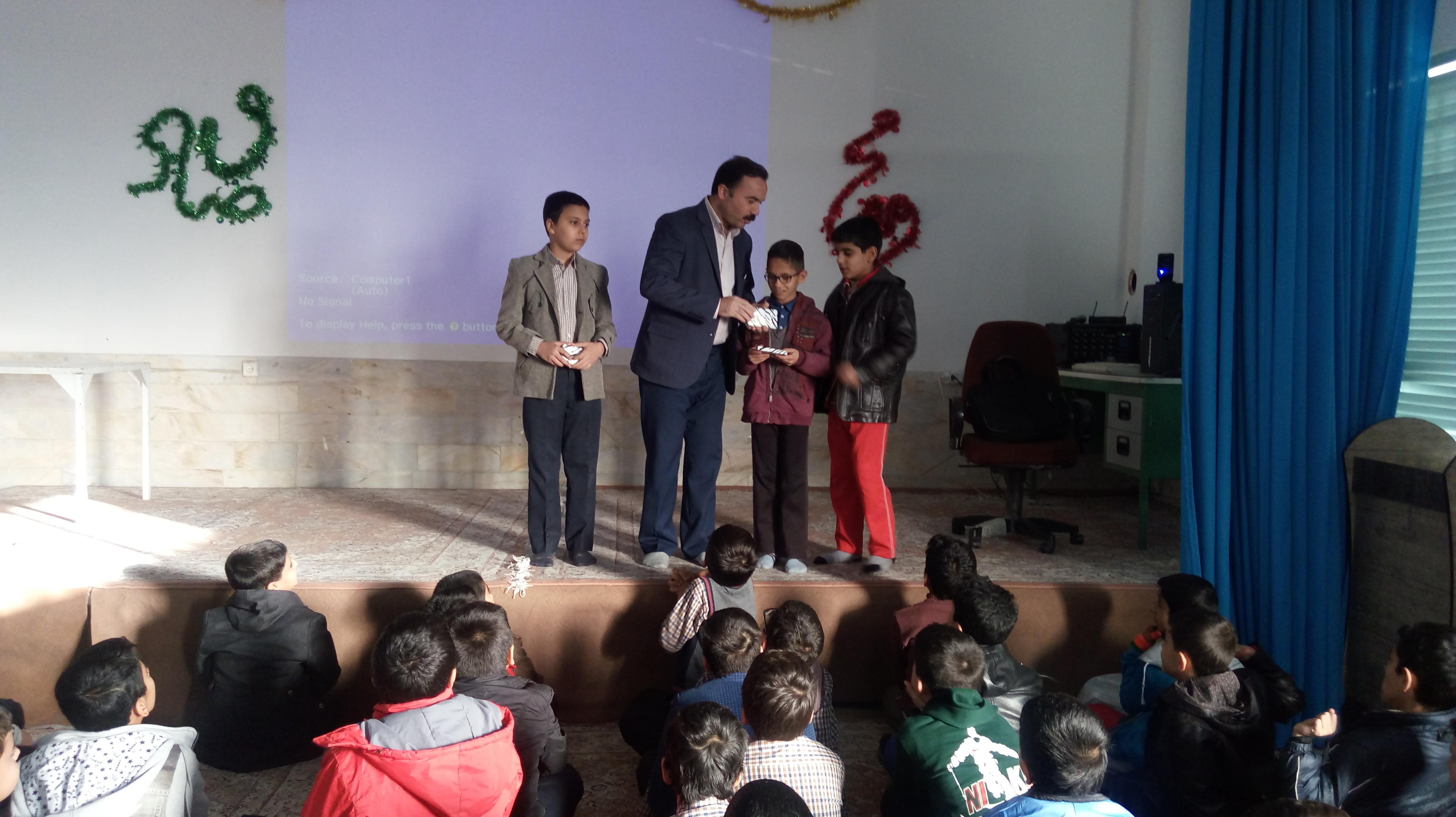 اهدای جایزه به مناسبت هفته کتاب و کتابخوانی