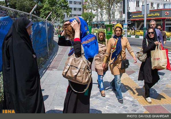 تصاویر برخورد با زنان و دختران بدحجاب