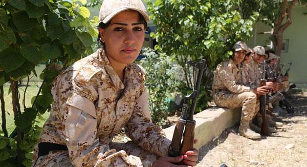 تصاویر زنان کرد آماده نبرد با داعش