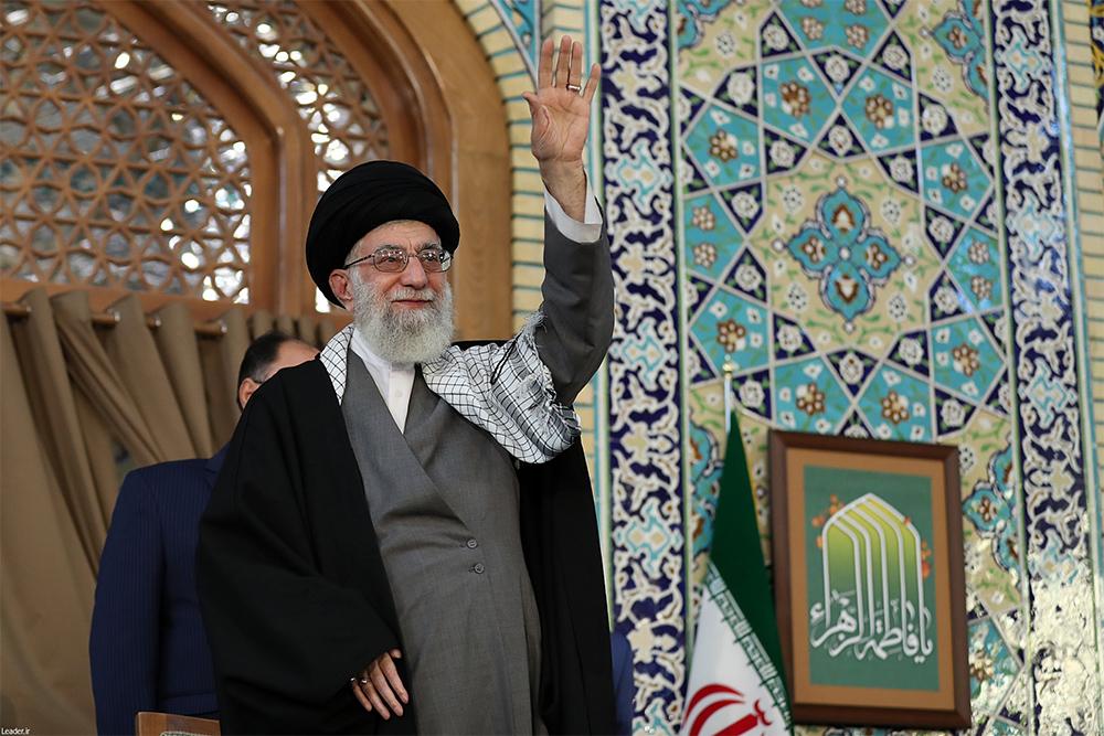 امام خامنهای در حرم رضوی