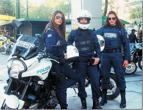 ژست پلیس زن در کشورهای مختلف