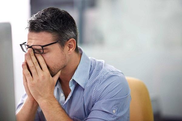 تاثیر استرس و اضطراب بر سفید شدن موها