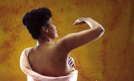 چگونه خودمان سرطان سینه را تشخیص دهیم؟