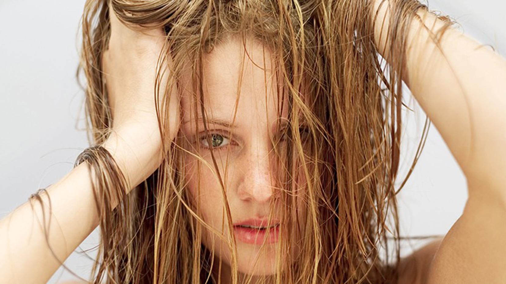 9 روش موثر درمان موهای چرب