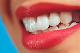 دندان هایی سفید با خوردن میوه