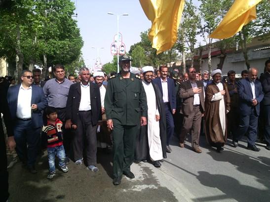 حضور امام جمعه محترم شهر در مراشم تشیع جنازه شهید مدافع حرم محمد رضایی در شهر قهدریجان