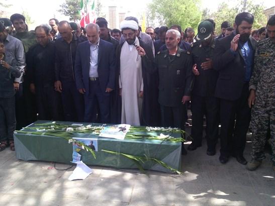 مراسم نماز میت شهید توسط امام جمعه محترم شهر قهدریجان