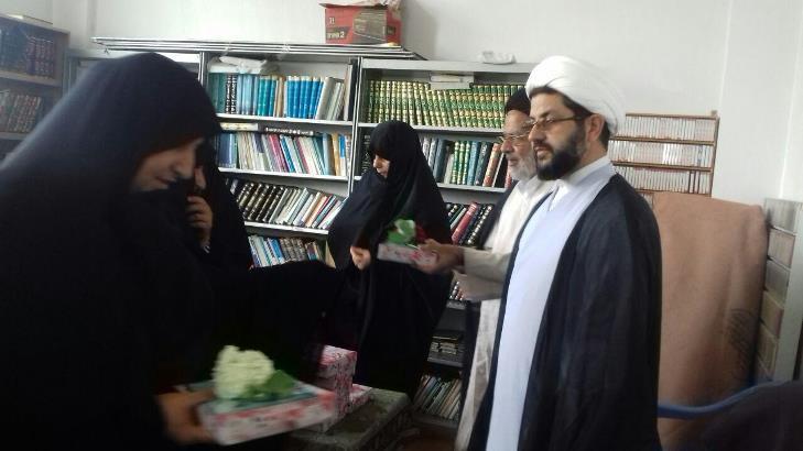 حضور امام جمعه محترم شهر در مراسم حوزه علمیه خواهران به مناسبت اعیاد شعبانیه و بزرگداشت روز معلم