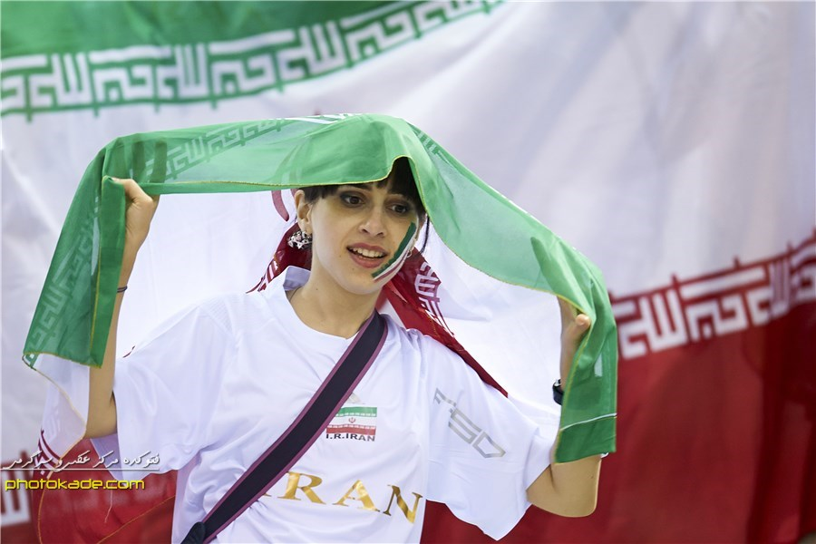 عکس سانسورتماشاگر زن ایرانی والیبال 94