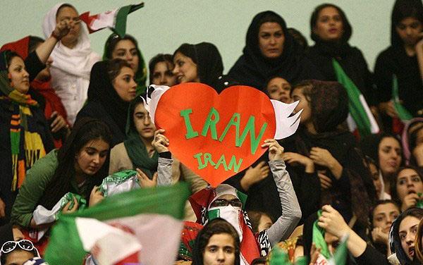 عکس تماشاگران والیبال ایران امریکا