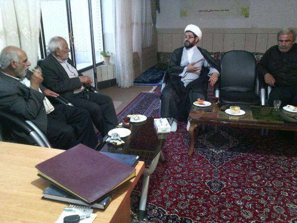 حضور تعدادی از نمایندگان مردم برای پیگیری اب کانال و پیگیری های مجدانه امام جمعه شهر در باب مسئله آ�