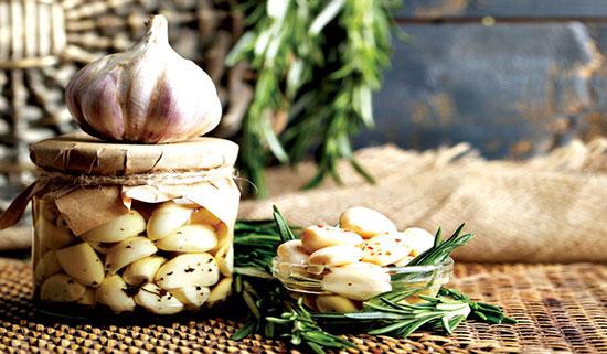 غذاهای معروف گیلان به همراه سیر