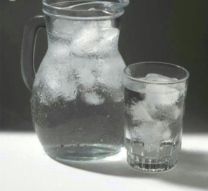 8 تا از مضرات خوردن آب سرد