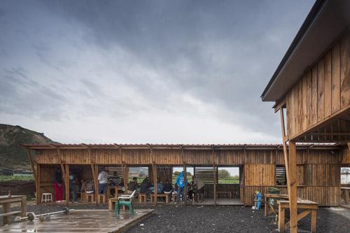 آشپزخانه محلی زاغه نشین در تراس داکوستا