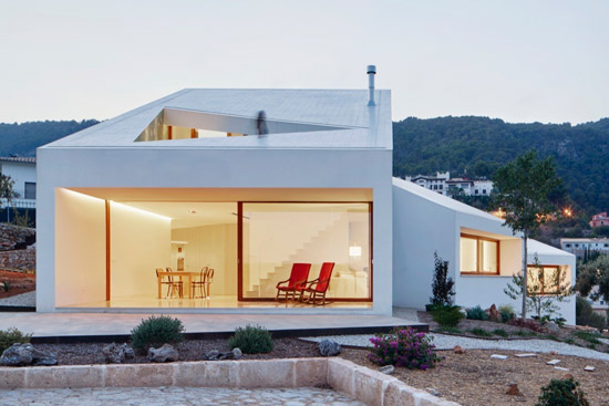 ضیافت معماران، ساختمان ها و سرمایه داران