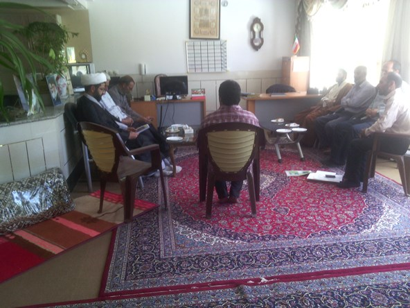 دیدار برخی از اعضا هیئت امنا مسجد امیرالمومنین زازران با امام جمعه محترم شهر قهدریجان ( لازم به ذکر