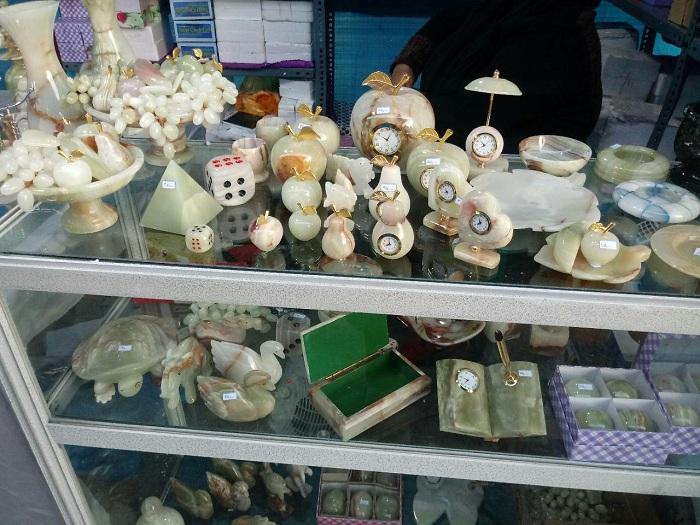 نمایشگاه سوغات و صنایع دستی در راستای شعار سال برگزار شد / مجوزهای لازمه اخذ شده بود