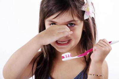 بوي بد دهان کودک را اينگونه از بين ببريد