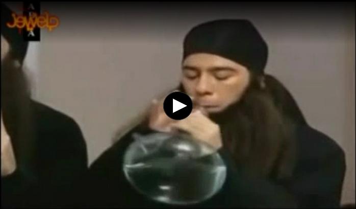 شیوه آب نوشیدن داعشی ها