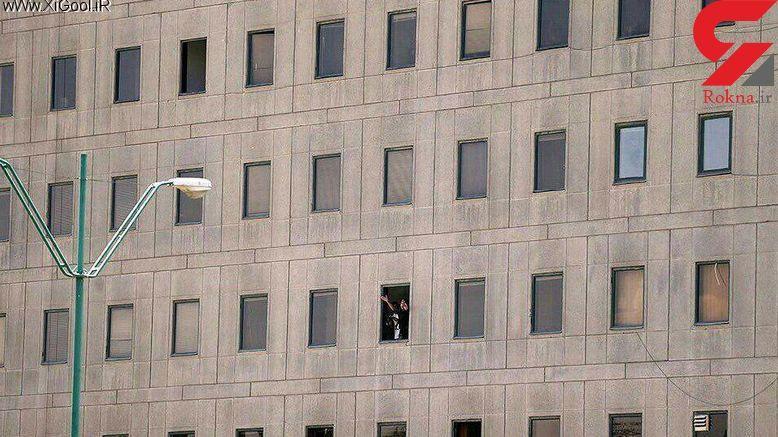 تصویر گروگانگیری در مجلس / تروریست ها 7 نفر را شهید و 4 تن را گروگان گرفتند