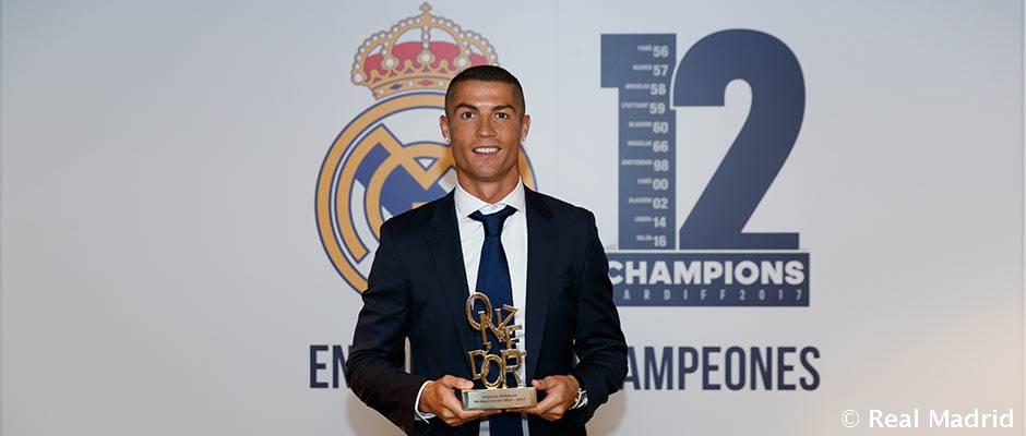 رونالدو، برنده جایزه بهترین بازیکن فصل 17-2016 از طرف مجله اونزه موندیال