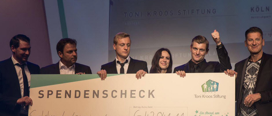 پیراهن کروس در فینال کاردیف به ارزش 642 هزار یورو برای امور خیریه فروخته شد