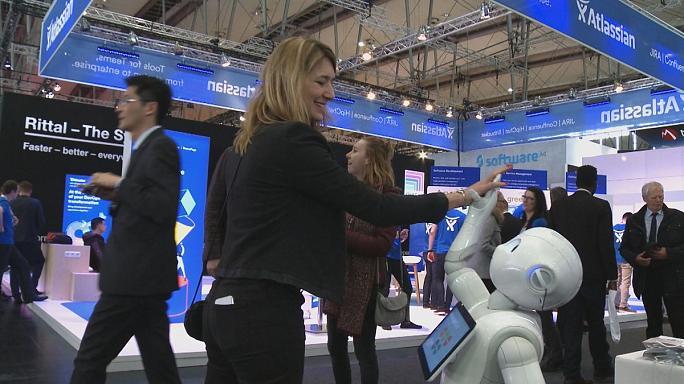پهپادها، روباتها، ماشینها و خانه های هوشمند