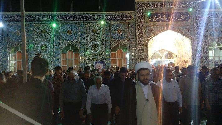 خواندن نماز 24 ساعت قضا در شب لیل القدر توسط امام جمعه محبوب شهر