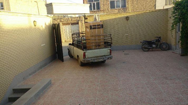 ارسال کمک توسط دفتر امام جمعه شهر به خانواده های نیازمند و برای جهیزیه عروس و داماد های دم بخت