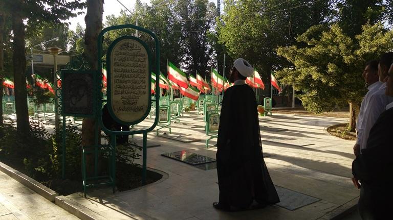 حضور امام جمعه محترم شهر در گلستان شهدا و زیارت شهدای 8 سال دفاع مقدس