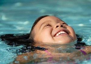 شنا کردن با کرم ضد آفتاب ممنوع