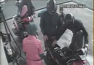 زیر گرفتن یک کودک در پمپ بنزین + فیلم
