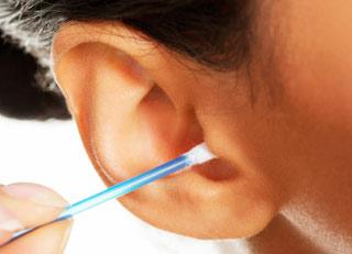 چرا نباید داخل گوشتان را تمیز کنید