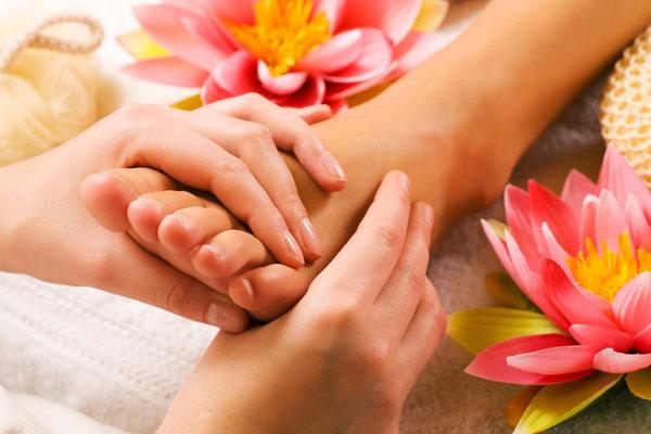 ۸ اثر شگفت انگیز و درمانی «ماساژ پاها»