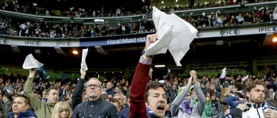 دستمال های سفید در برنابئو به حمایت از رونالدو