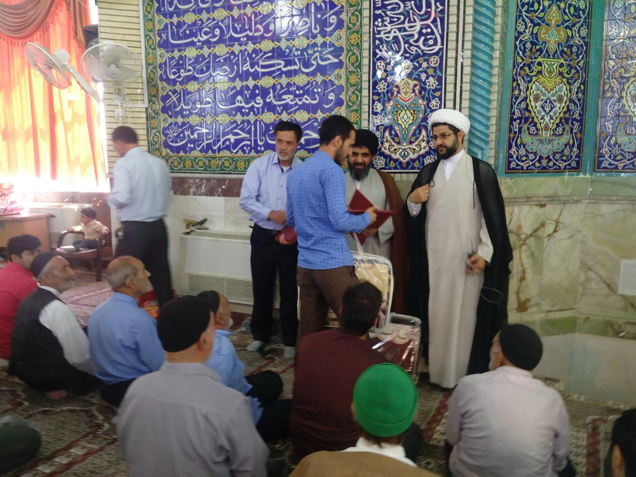 اهدای جوائز به نفرات برتر استانی و کشوری در رشته های علمی فرهنگی و ورزشی