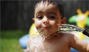 درمان گرمازدگی کودک - روش هایی برای درمان گرمازدگی کودکان خود این جا ببینید