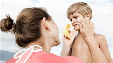 نکته های طلایی برای محافظت از پوست کودکان خود در گردش های تابستاه