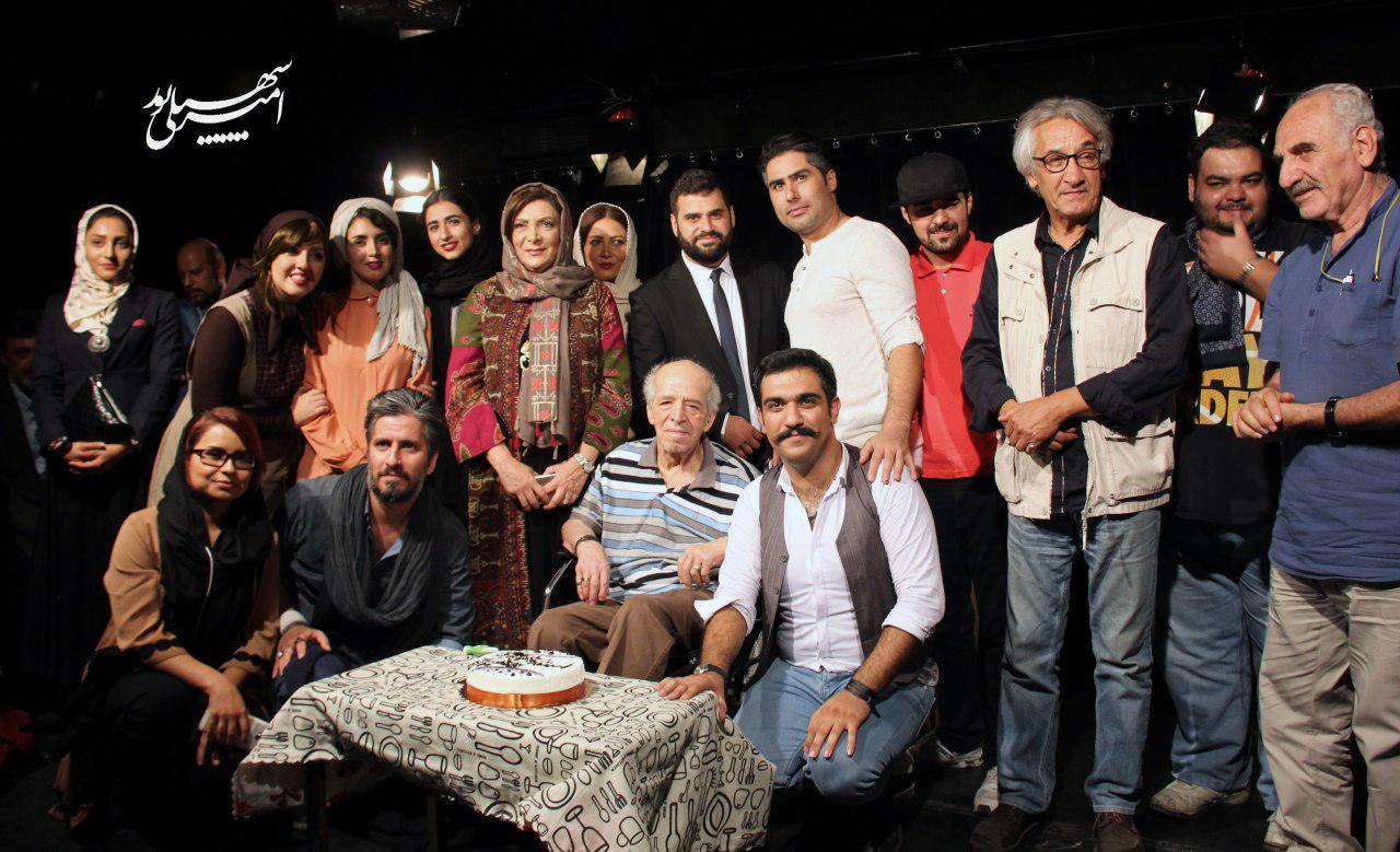 محسن قاضی مرادی در شب تولدش زنگ افتتاح نمایش «شام با دوستان» را به صدا در آورد