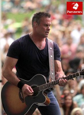 مرگ دلخراش خواننده مشهور در سانحه هوایی!/عکس