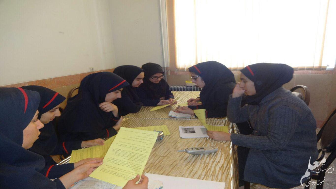 کسب رتبه اول شورای دانش آموزی آموزشگاه در استان