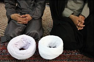 کارکرد روحانیت این است که مسابقه سیب خوری اجرا کند و صیغه نامه صادر کند؟!