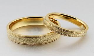 اقدام تاثیرگذار عروس و داماد اشک مهمانها را درآورد + فیلم