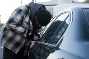 روش سارقان حرفه ای برای دزدی از خودرو + فیلم