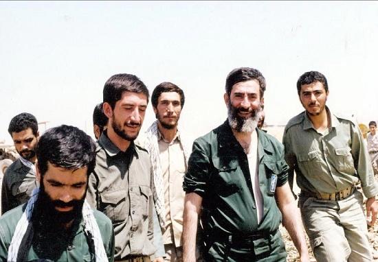 فیلم دیده نشده از اقامه نماز رهبر انقلاب در بین رزمندگان دفاع مقدس