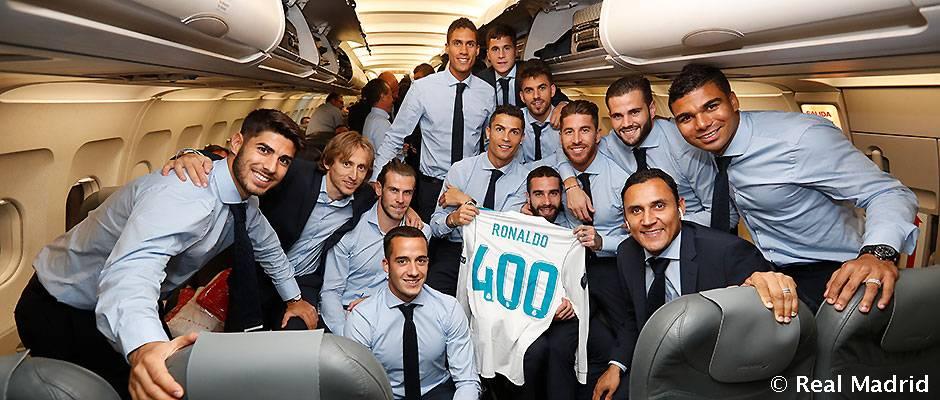 عکس یادگاری بازیکنان به مناسبت چهارصدمین بازی رونالدو برای مادرید