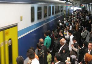 خطرناک ترین کار در متروی کرج به تهران + فیلم