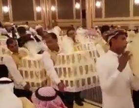 عروسی لاکچری سعودی/ پخش آیفون 8 بین مهمانها + فیلم